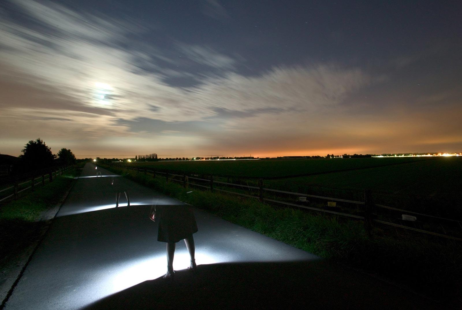 Nachtfoto sporen nabij Zevenbergen