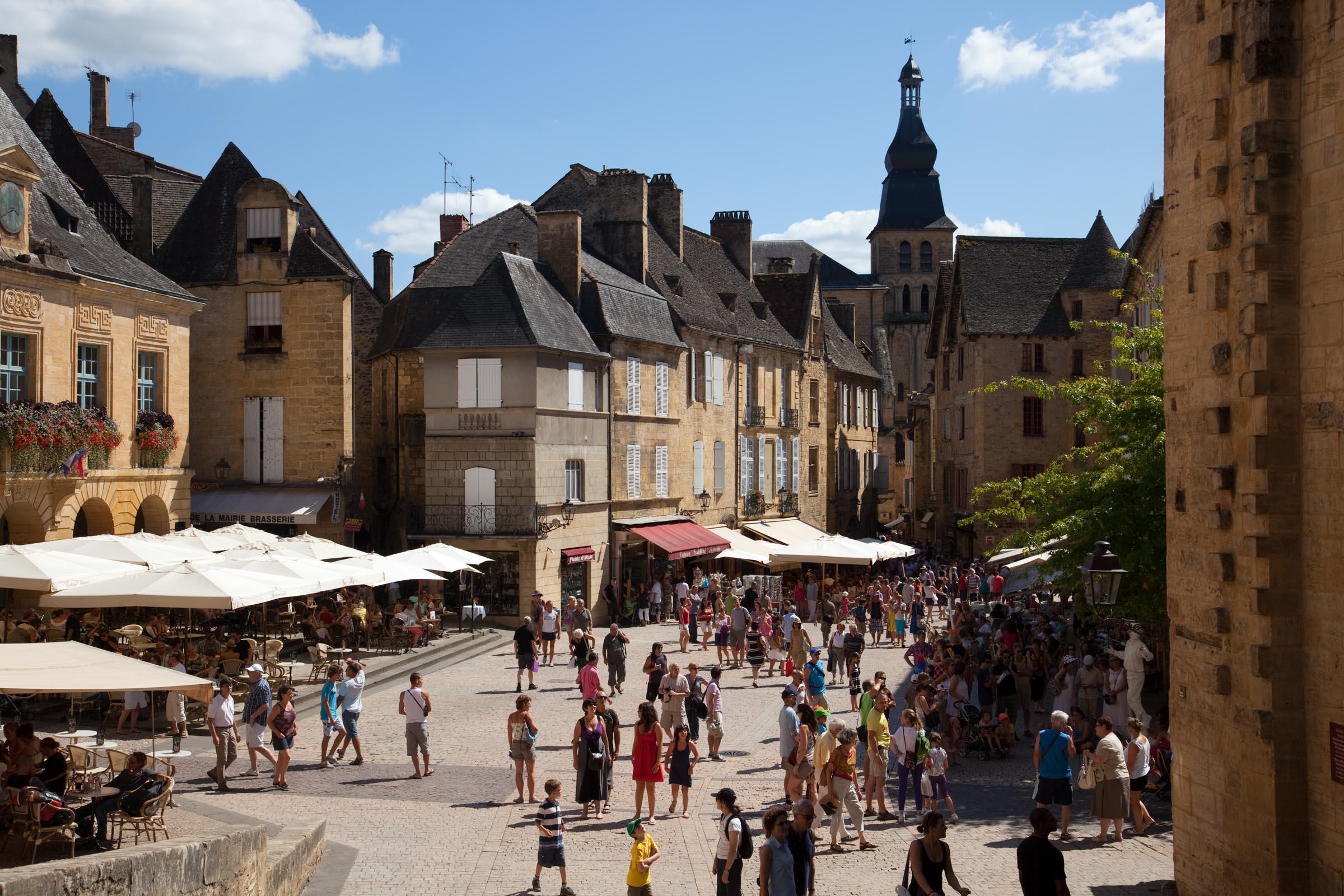 image from Place de La Famille
